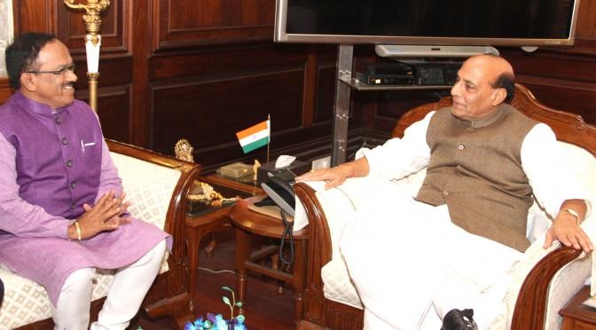 The Chief Minister of Goa, Shri Laxmi Kant Parsekar calling on the Union Home Minister, Shri Rajnath Singh, in New Delhi on February 02, 2016.