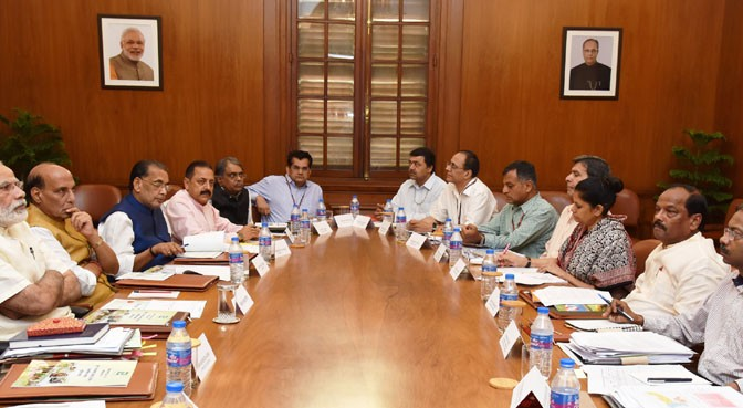 The Prime Minister, Shri Narendra Modi chairing a high level meeting on drought situation with the Chief Minister of Jharkhand, Shri Raghubar Das, in New Delhi on May 14, 2016.