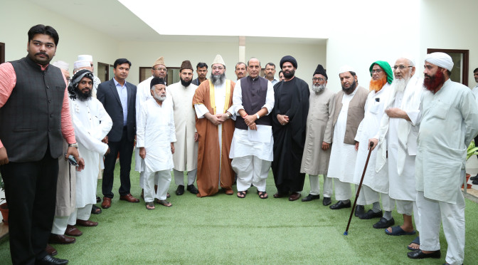 A delegation of Imams led by Dr. Imam Umer Ahmed Ilyasi, Chief All India Imams Organisation, calling on the Union Home Minister, Shri Rajnath Singh, in New Delhi on July 12, 2016.