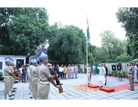 Home Minister Shri Rajnath Singh hoisted the National Flag on the occasion of India's 70th Independence Day.