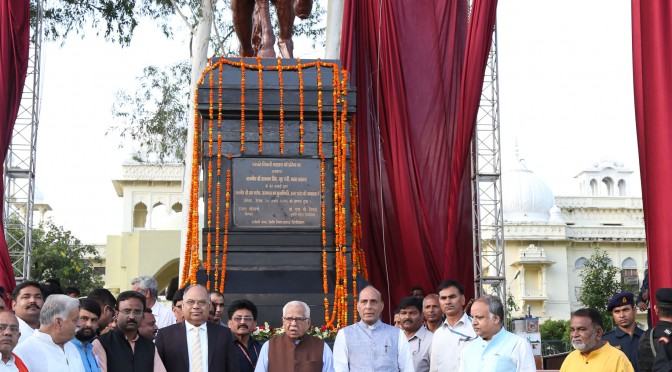 Home Minister Shri Rajnath Singh unveiled statue of Chattrapati Shivaji in Lucknow