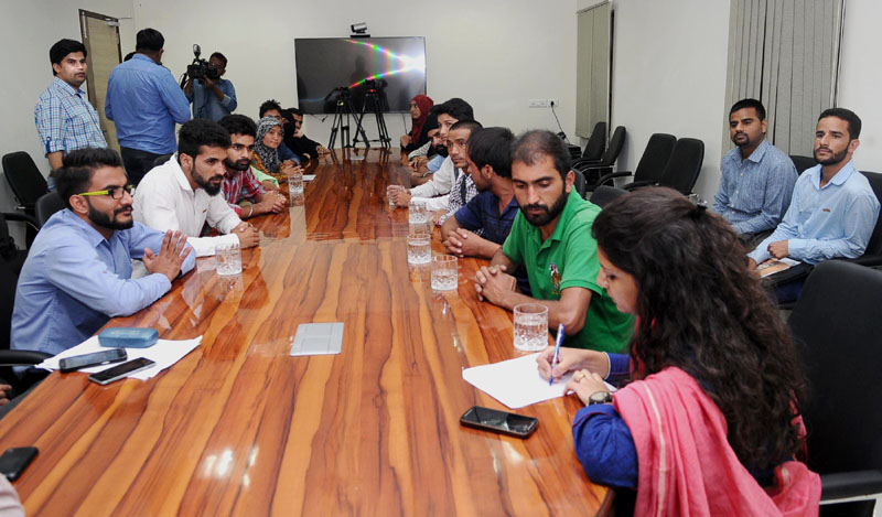 A group of students from Jammu and Kashmir studying in other states, interacting with media at the residence of the Union Home Minister, Shri Rajnath Singh, in New Delhi on September 08, 2016.