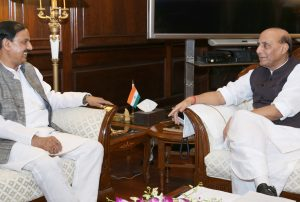 The Minister of State for Culture and Tourism (Independent Charge), Dr. Mahesh Sharma calling on the Union Home Minister, Shri Rajnath Singh, in New Delhi on September 28, 2016.