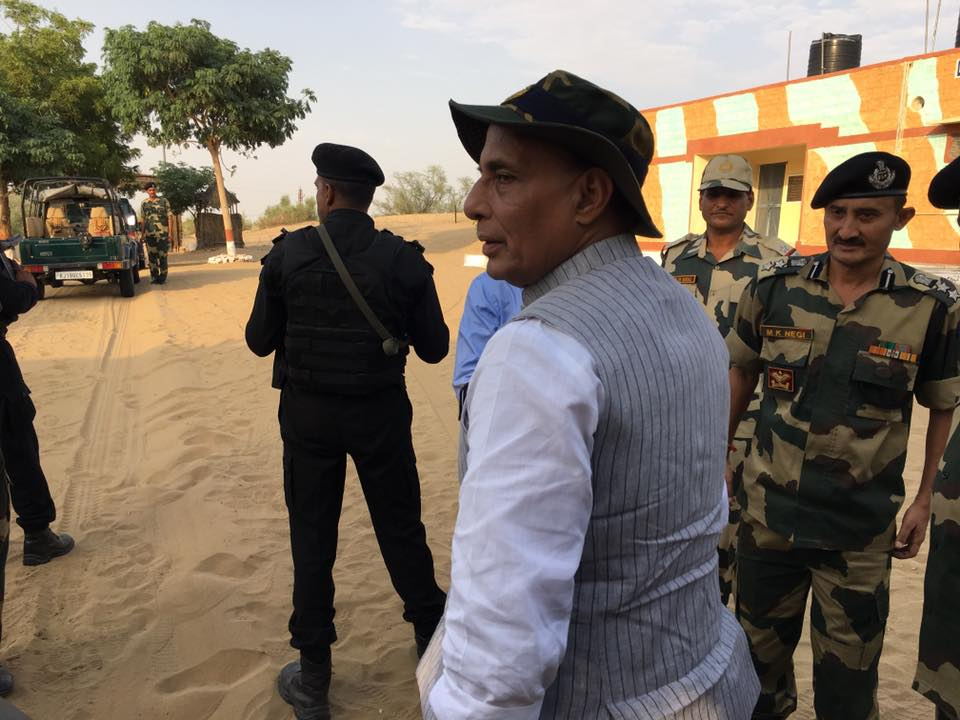 shri-rajnath-singh-visits-bop-in-rajasthan-4