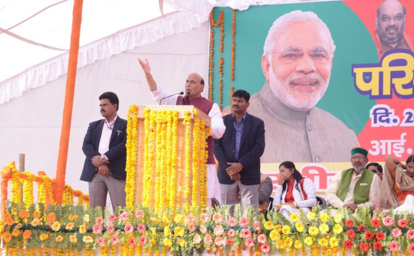 Shri Rajnath Singh addresses people at Parivartan Yatra Rally in Hardoi, Uttar Pradesh