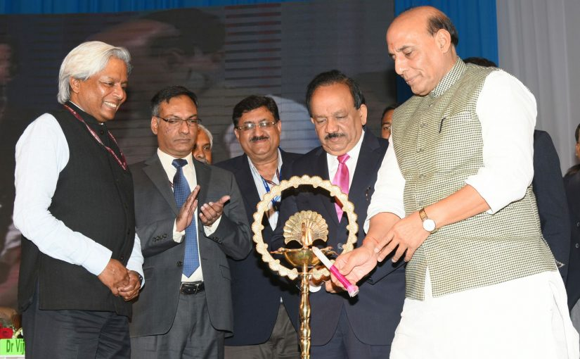 Shri Rajnath Singh appeals young scientists to spread the message of cashless transactions at the India International Science Festival 2016