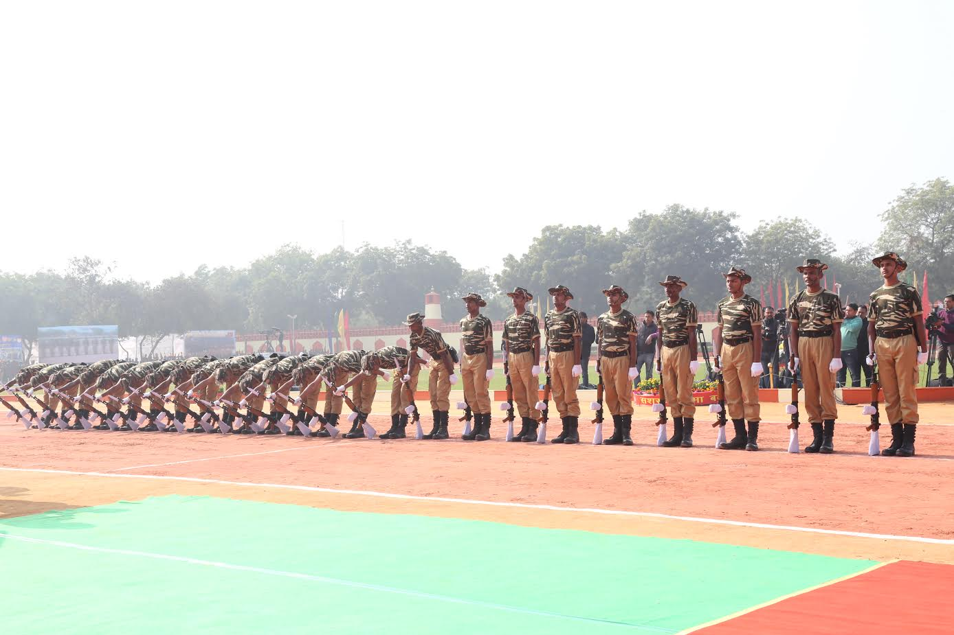 ssb-jawans-performing-various-acts-ssb-foundation-day-8