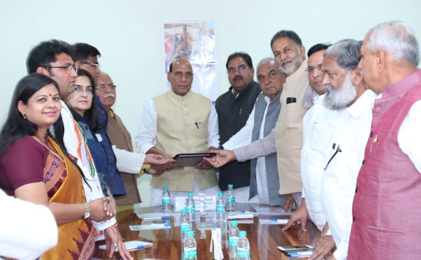 All-Party delegation led by the Chief Minister of Haryana, Shri Manohar Lal Khattar calling on the Union Home Minister, Shri Rajnath Singh, regarding Satluj-Yamuna Link Canal issue