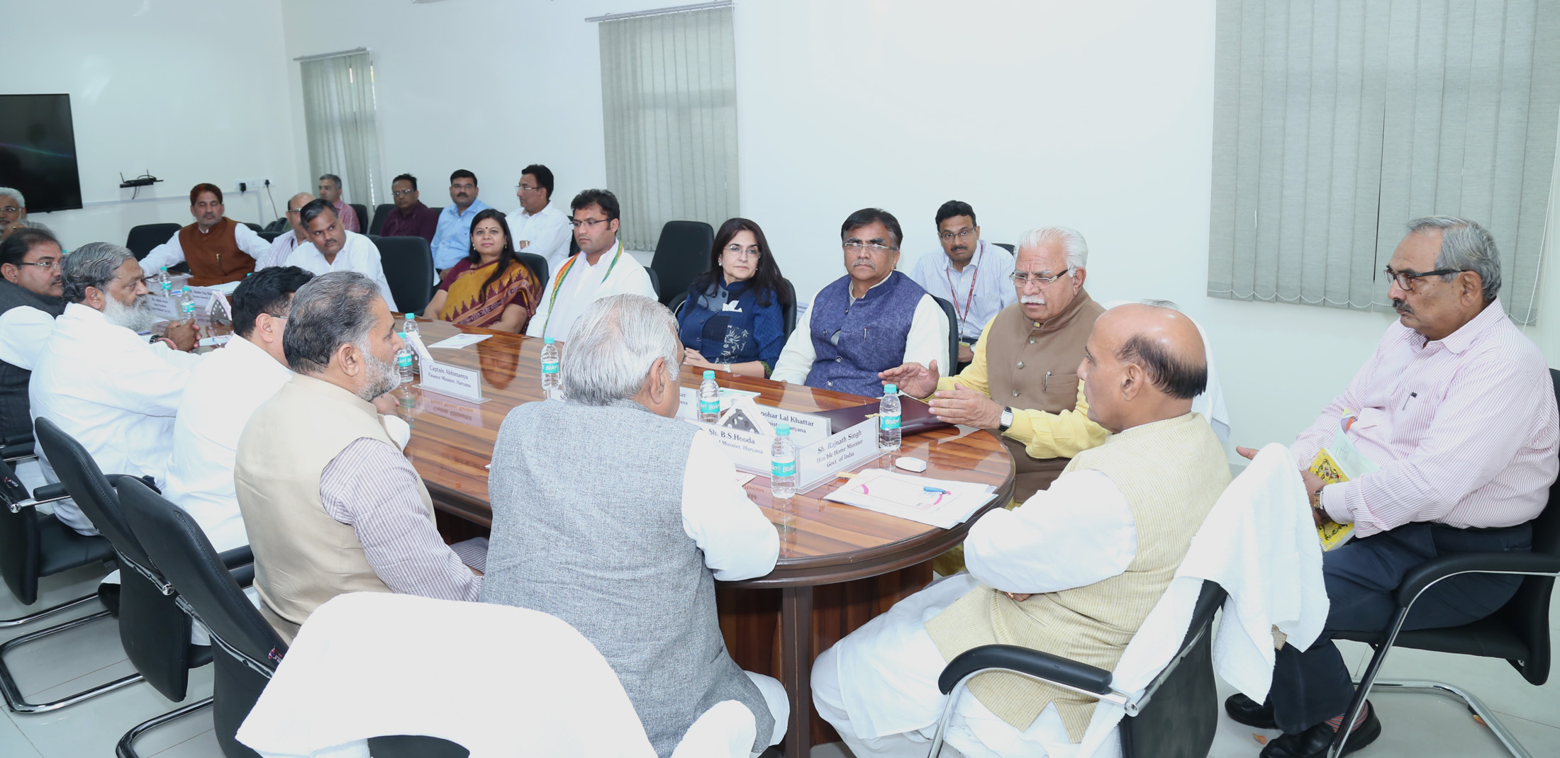 The Union Home Minister, Shri Rajnath Singh chairing an All-Party meeting on Satluj-Yamuna Link Canal issue, in New Delhi on March 24, 2017.  The Union Home Secretary, Shri Rajiv Mehrishi is also seen.