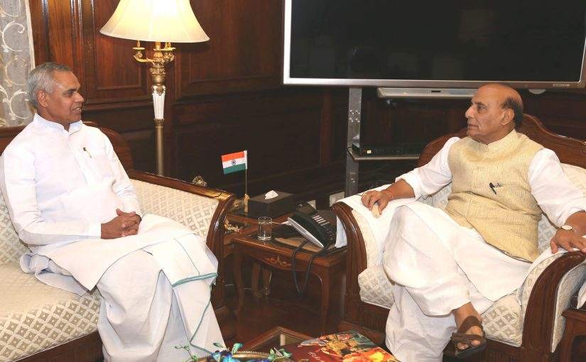 The Governor of Himachal Pradesh, Shri Acharya Devvrat calling on the Union Home Minister, Shri Rajnath Singh