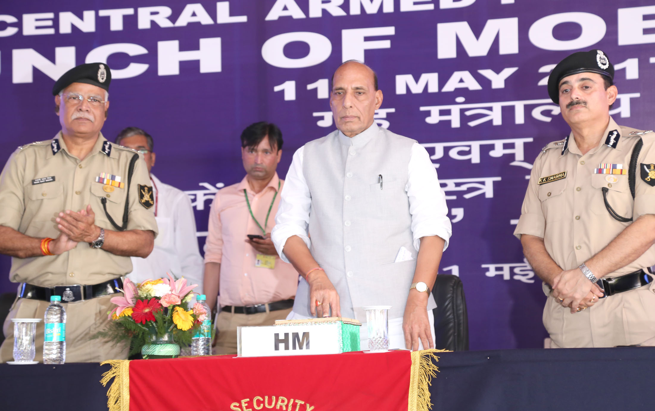 The Union Home Minister, Shri Rajnath Singh launching the BSFMyApp, in New Delhi on May 11, 2017.  The DG, BSF, Shri K. K. Sharma is also seen.