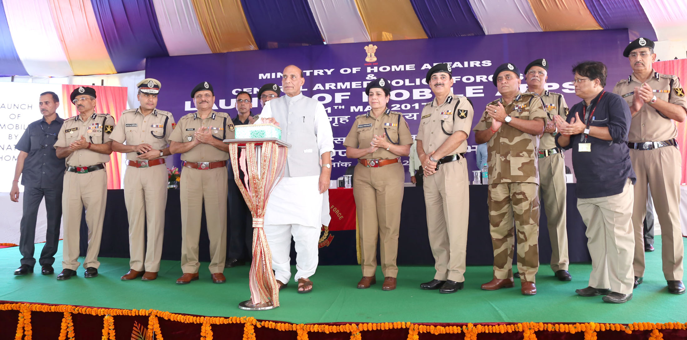 Shri Rajnath Singh launching the MHA Mobile Application (Grievances Redressal App for CAPFs)