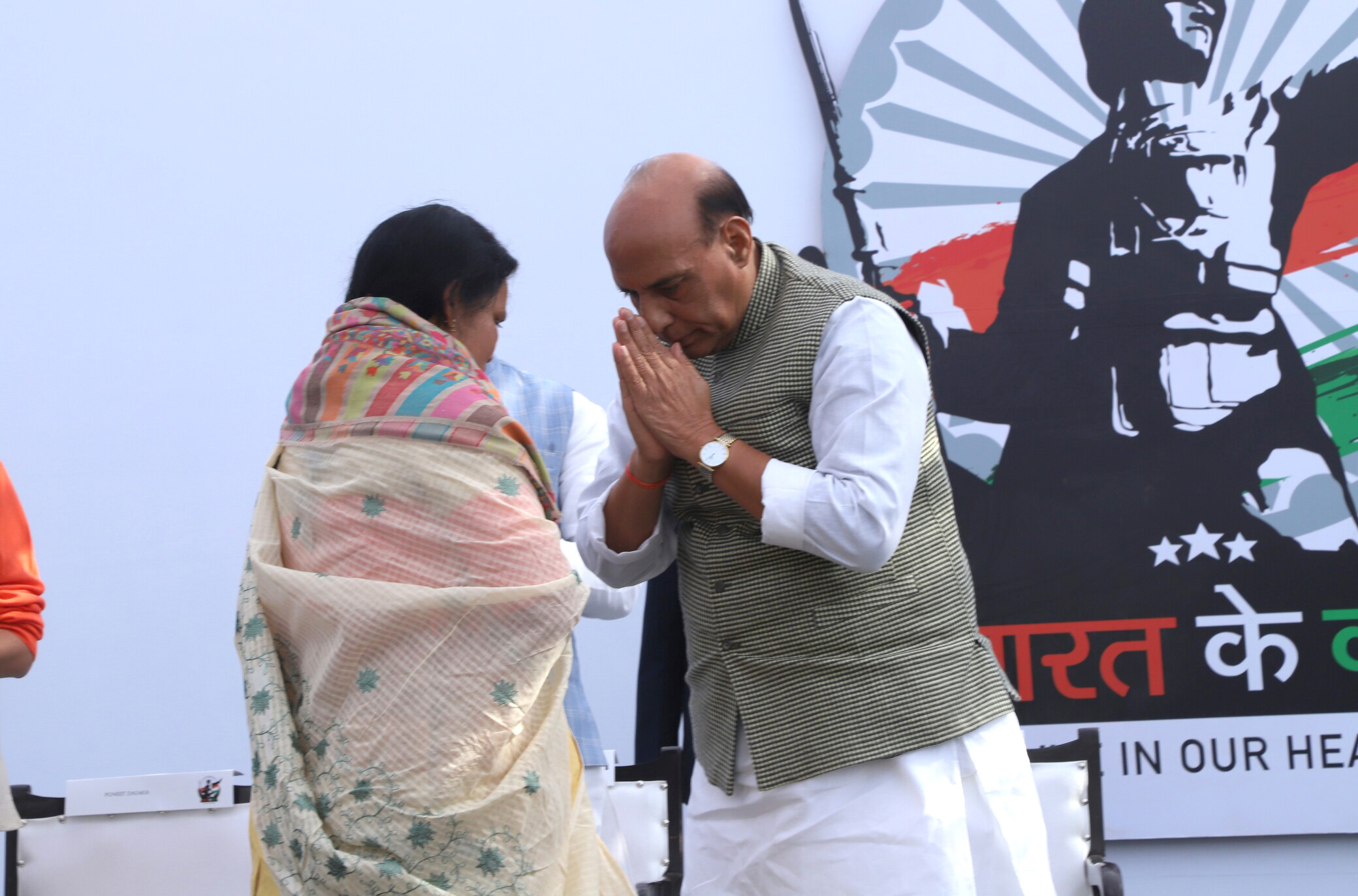 """The Union Home Minister, Shri Rajnath Singh greeting a family member of a martyr, at a function to raise funds for the """"Bharat ke Veer"""" fund, in New Delhi on January 20, 2018."""