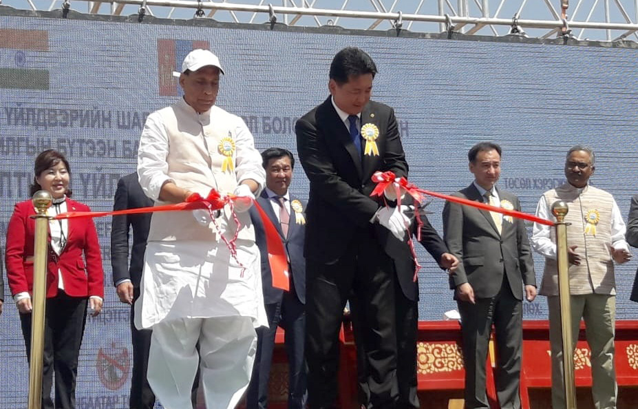 The Union Home Minister, Shri Rajnath Singh along with the Prime Minister of Mongolia, Mr. Ukhnaagin Khurelsukh at the Ground Breaking Ceremony for the Oil Refinery, at 'Stantsiin Hooloi', in Altanshiree Soum, Mongolia on June 22, 2018.