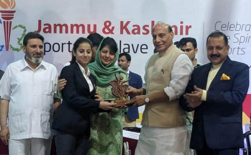 Shri Rajnath Singh felicitates Jammu & Kashmir sportspersons