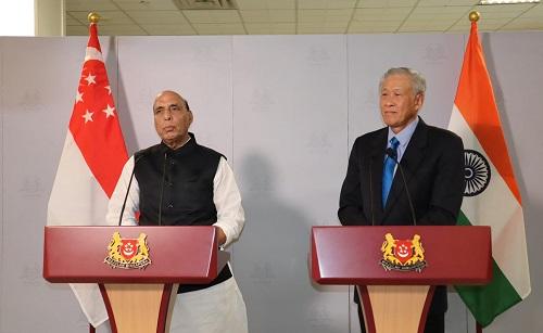 रक्षा मंत्री श्री राजनाथ सिंह और सिंगापुर के रक्षा मंत्री डॉ. एन जी ईंग ने सिंगापुर में रक्षा मंत्रियों के संवाद का सह संचालन किया