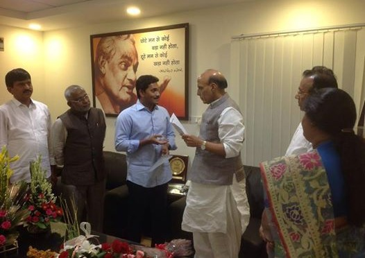 Had-a-meeting-with-the-delegation-of-YSR-Congress-MPs-led-by-Shri-Jagan-Mohan-Reddy-in-New-Delhi1-526x372b