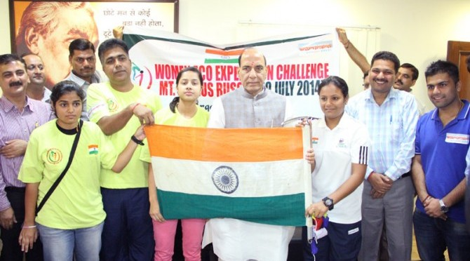 Meeting-with-Ms.-Arunima-Sinha-and-other-members-of-Women-Eco-Expedition1-670x372