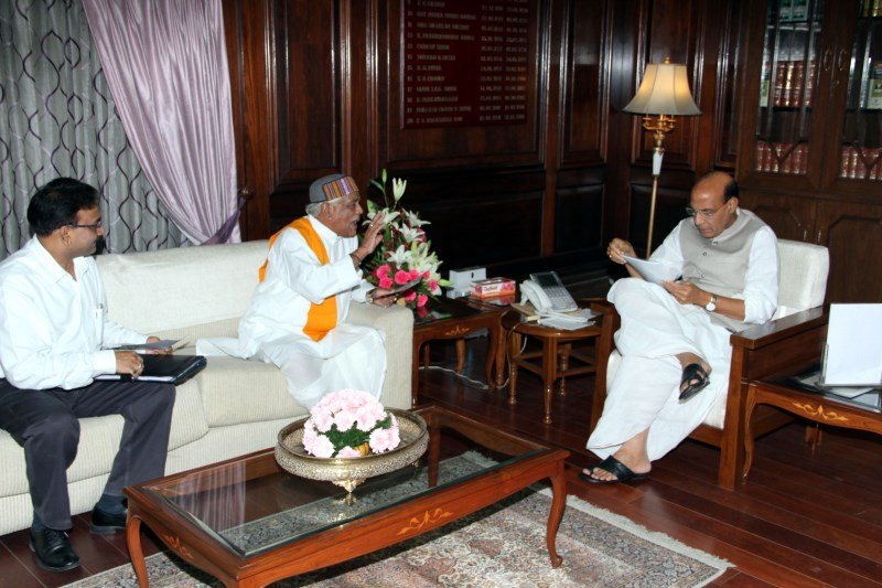 Meeting-with-the-Home-Minister-of-M.P-Shri-Babulal-Gaur-1