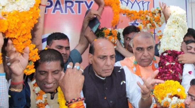 Shri-Jagdambika-Pal-and-Shri-Raju-Srivastava-joining-BJP-3-672x372