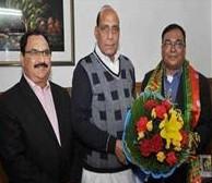 पार्टी के राष्ट्रीय अध्यक्ष राजनाथ सिंह ने निशिकांत ठाकुर को सदस्यता दिलाई