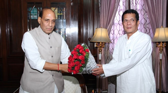 Shri Rajnath Singh meeting with Home Minister of Arunachal Pradesh Shri Tanga Byaling (08/08/2014)