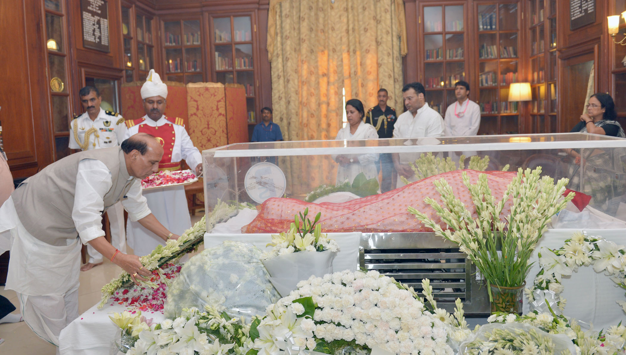 The Union Home Minister, Shri Rajnath Singh paying homage at the mortal remains of Smt. Suvra Mukherjee, First Lady, at Rashtrapati Bhavan, in New Delhi on August 18, 2015.