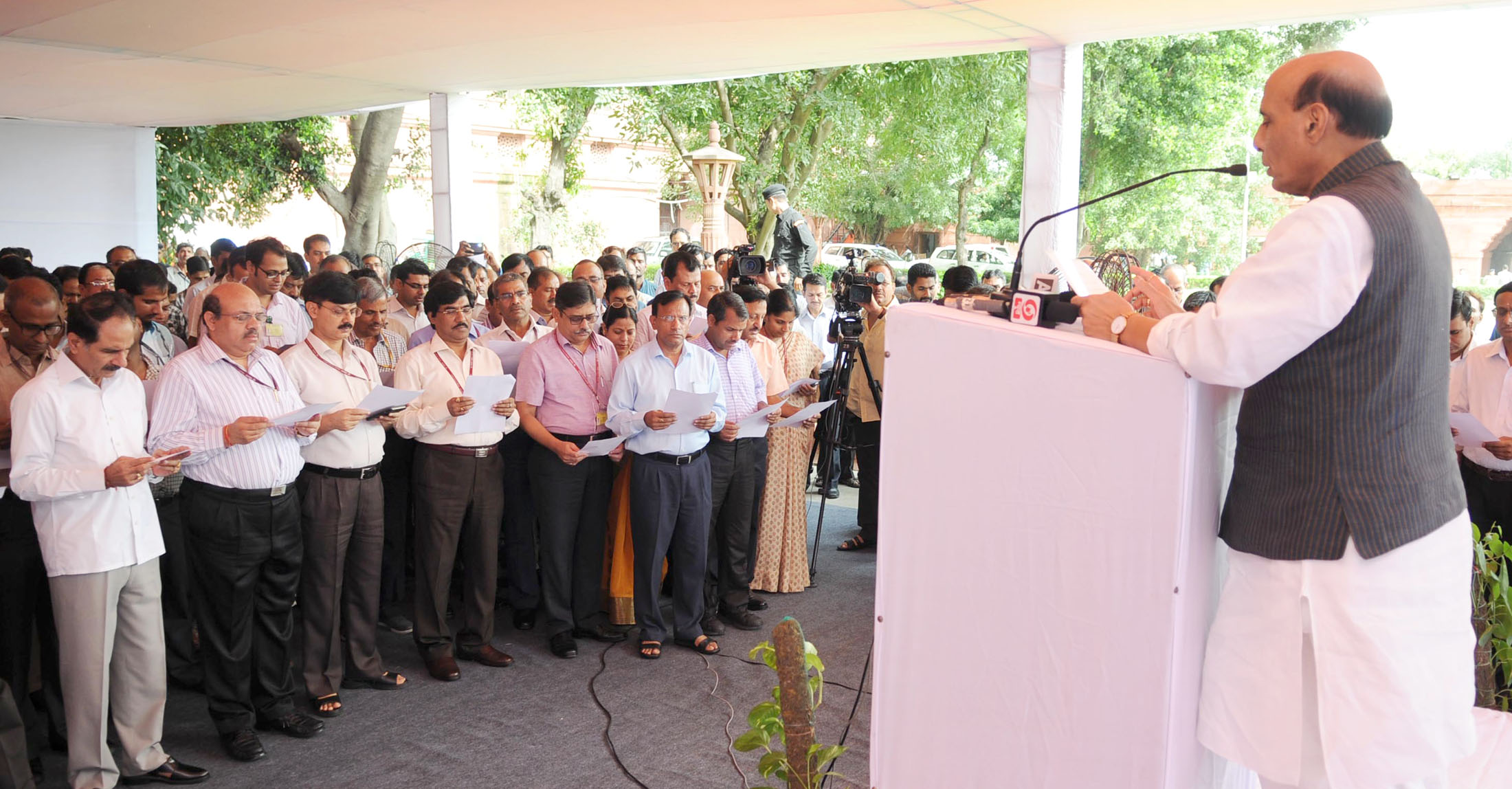The Union Home Minister, Shri Rajnath Singh administering the Sadbhavna Diwas pledge to the officers and staff of the Ministry, in New Delhi on August 20, 2015.