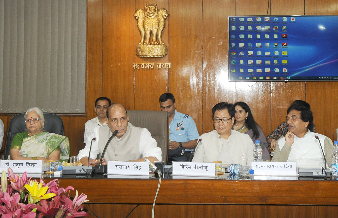 """The Union Home Minister, Shri Rajnath Singh addressing at the launch of the CD of Songs titled """"Hindi Bharat Maa ki Bindi"""" and unveils online quiz, Q&A and Audio-Books on Munshi Premchands short stories at Department of Official Language website, in New Delhi on August 28, 2015.  The Governor of Goa, Smt. Mridula Sinha and the Minister of State for Home Affairs, Shri Kiren Rijiju are also seen."""