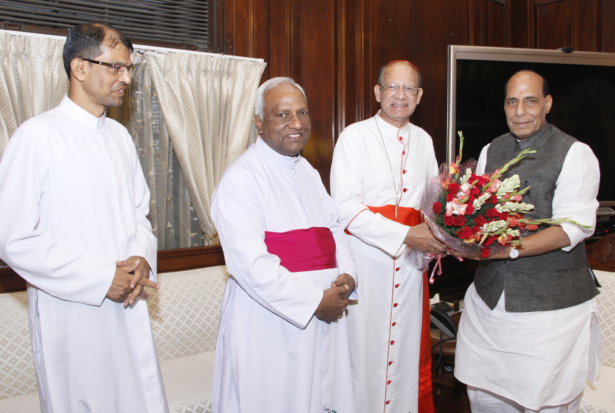 A delegation of Christian religious leaders led by the Archbishop of Bombay and President of Asian Bishops Conference, Cardinal Oswald Gracias calling on the Union Home Minister, Shri Rajnath Singh, in New Delhi on September 07, 2015.