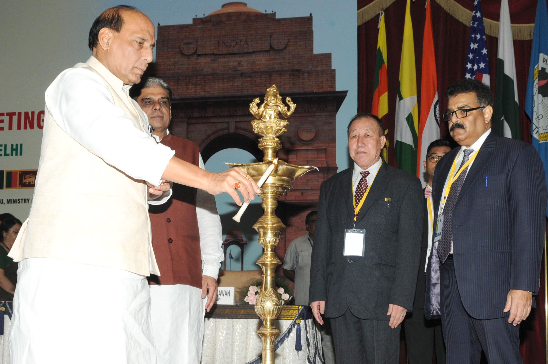 The Union Home Minister, Shri Rajnath Singh lighting the lamp to inaugurate a three-day workshop on Sub-Regional Drug 'Focal Point Meeting and DDR Expert Group Consultation, South Asia under Colombo Plan Drug Advisory Programme', in New Delhi on September 09, 2015.   The Minister of State for Home Affairs, Shri Haribhai Parthibhai Chaudhary and other dignitaries are also seen.