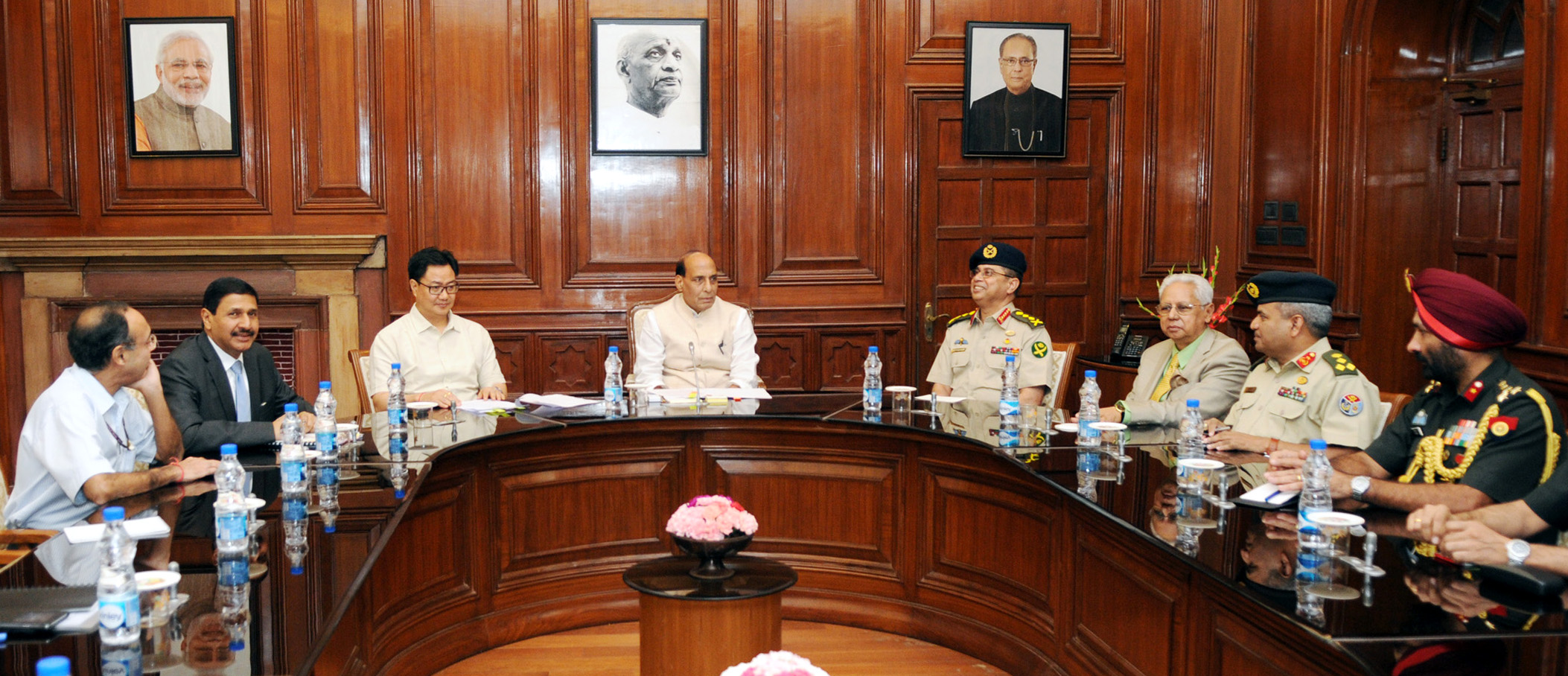 The Bangladesh Chief of Army Staff, General Abu Belal Muhammad Shafiul Huq calling on the Union Home Minister, Shri Rajnath Singh, in New Delhi on September 09, 2015.   The Minister of State for Home Affairs, Shri Kiren Rijiju and other dignitaries are also seen.
