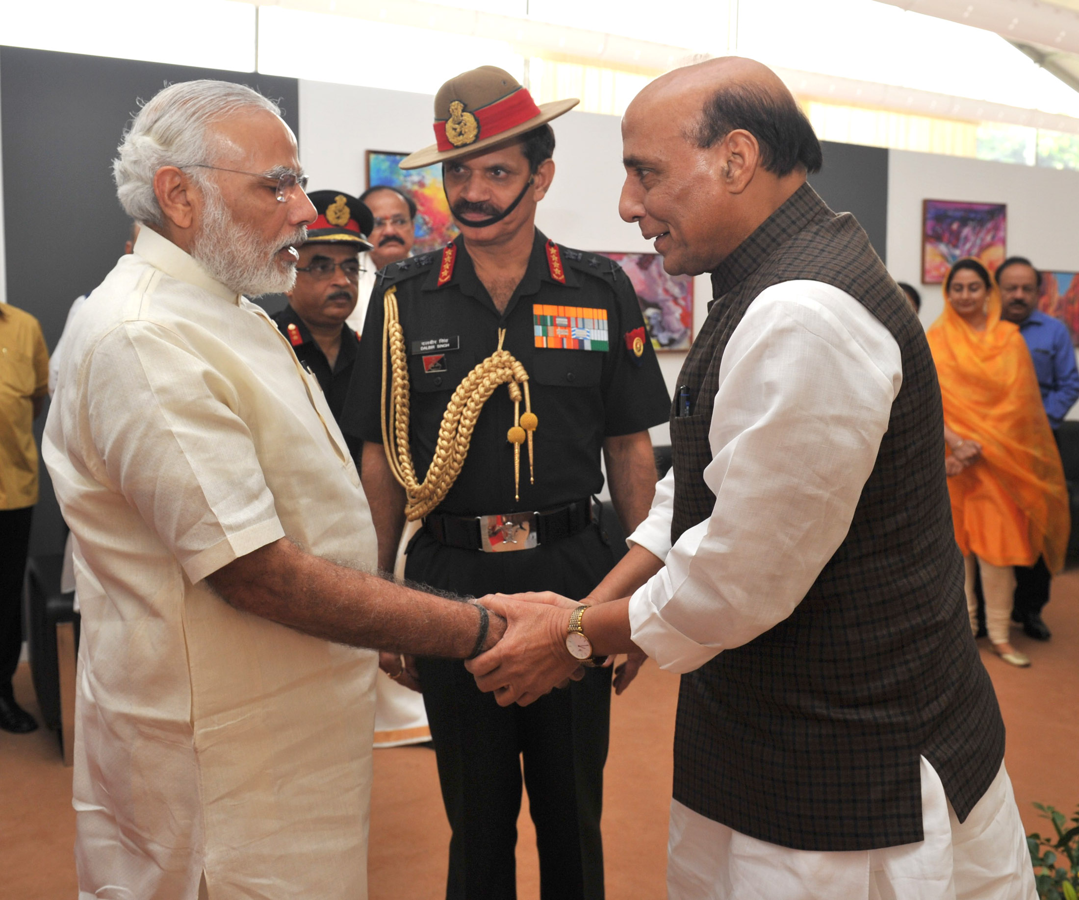 The Prime Minister, Shri Narendra Modi at 'Shauryanjali', a commemorative exhibition on Golden Jubilee of 1965 war, at India Gate, in New Delhi on September 17, 2015. The Union Home Minister, Shri Rajnath Singh and the Chief of Army Staff, General Dalbir Singh are also seen.