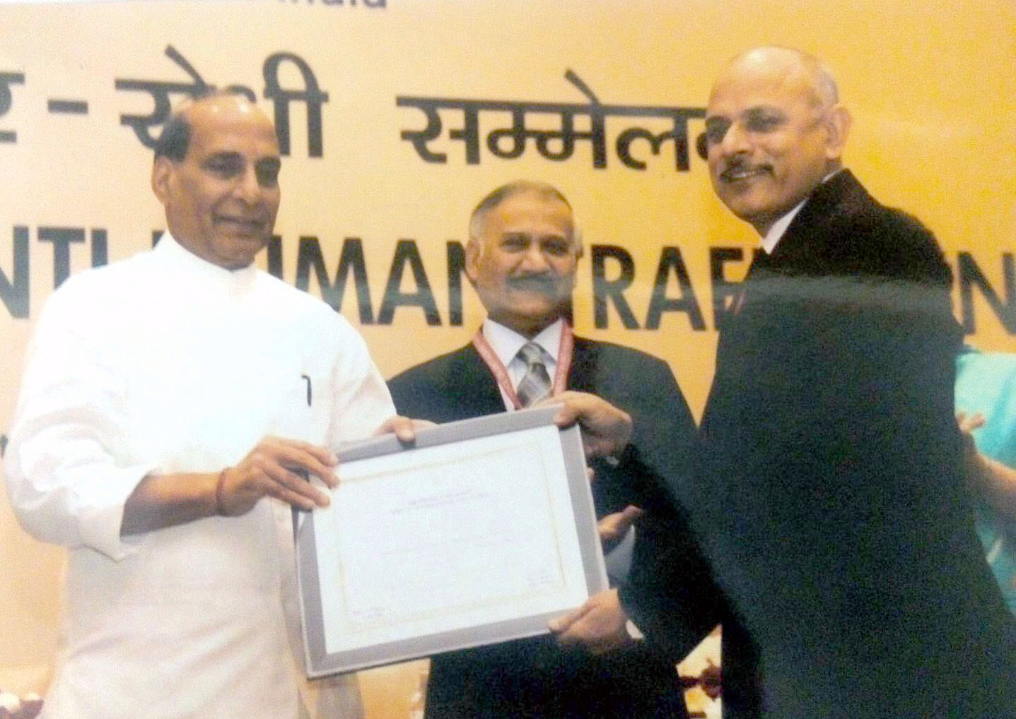 The Union Home Minister, Shri Rajnath Singh presenting the certificate to the Director General/RPF, Shri Rajiva Ranjan Verma for contribution of Railway Protection Force (RPF) 'Operation Smile', at the inauguration of the National Conference on Anti Human Trafficking, in New Delhi on October 07, 2015. The Director, CBI, Shri Anil Kumar Sinha is also seen.