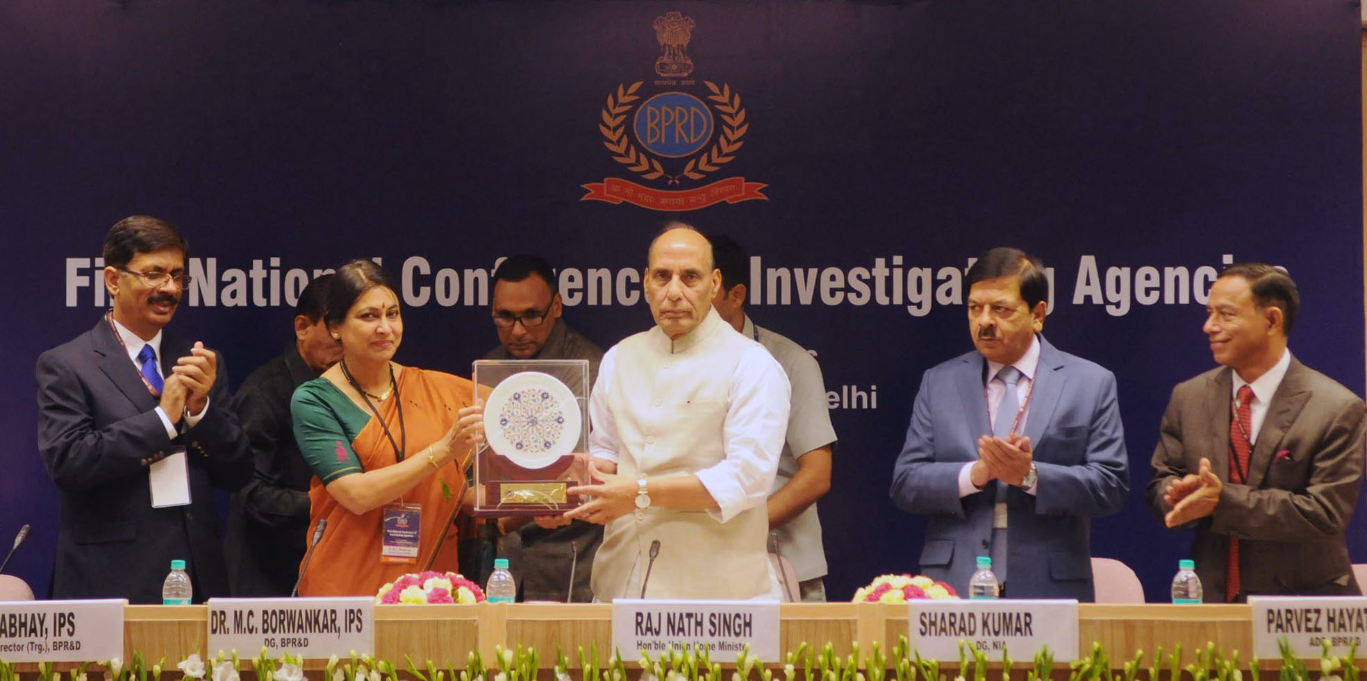 The Union Home Minister, Shri Rajnath Singh being presented a memento by the DG, Bureau of Police Research and Development (BPR&D), Dr. M.C. Borwankar, at the inaugural ceremony of the 1st National Conference of Investigating Agencies, in New Delhi on August 12, 2016. The DG, NIA, Shri Sharad Kumar and other dignitaries are also seen.