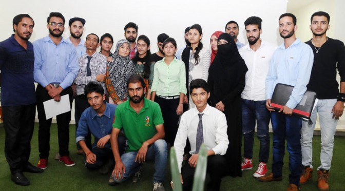 Kashmiri students meet Rajnath
