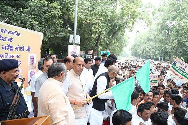Shri Rajnath Singh and Shri Vijay Goel flag off 'Khel Vikas Daud' in Delhi on 66th birthday of Prime Minister Shri Narendra Modi.