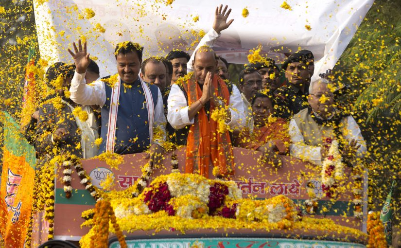 Shri Rajnath Singh participate in Road Show on closing ceremony of Parivartan Yatra in Lucknow, Uttar Pradesh