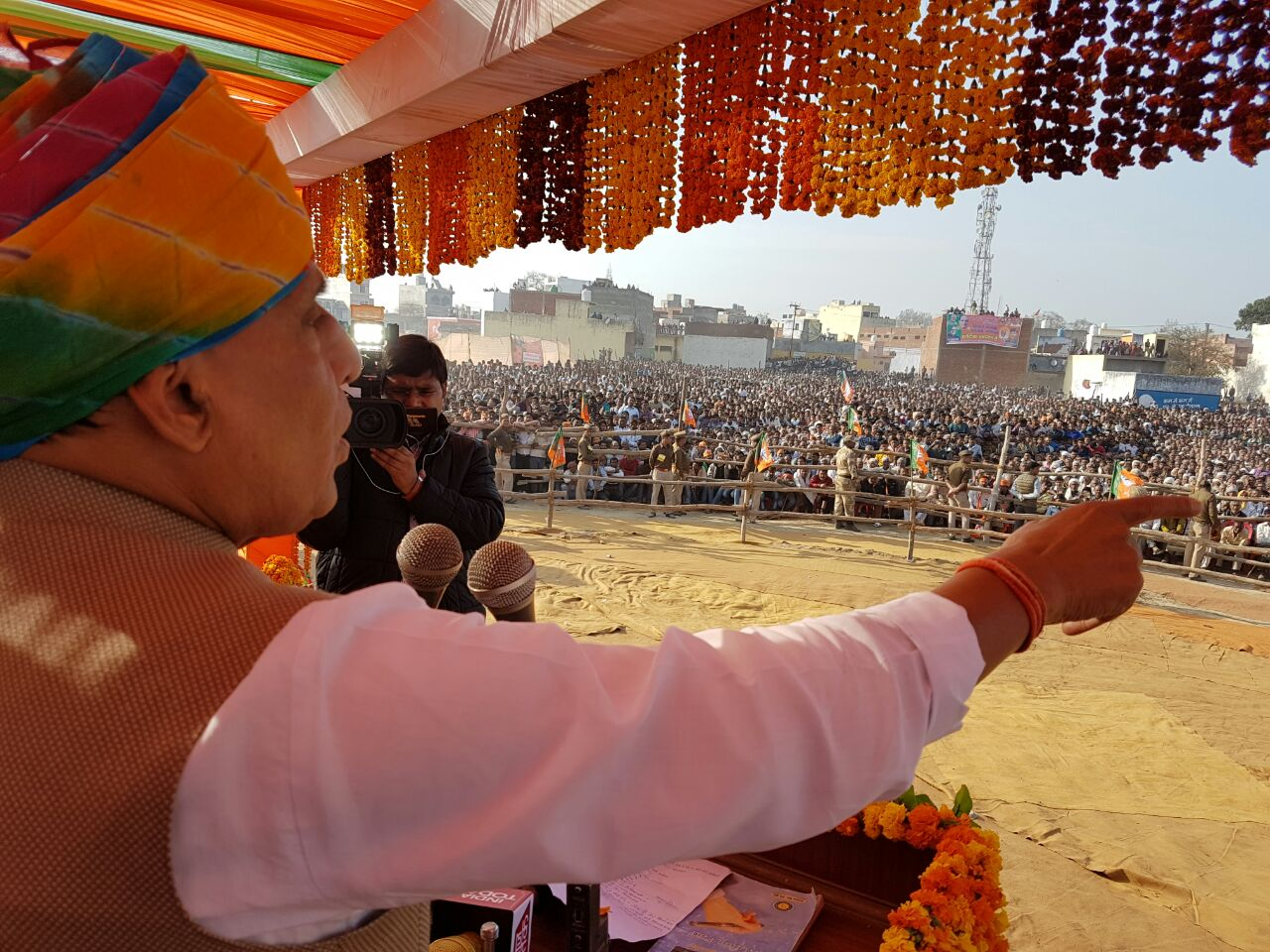 Rajnath Singh addressing people in Agra during Assembly Elections 2017