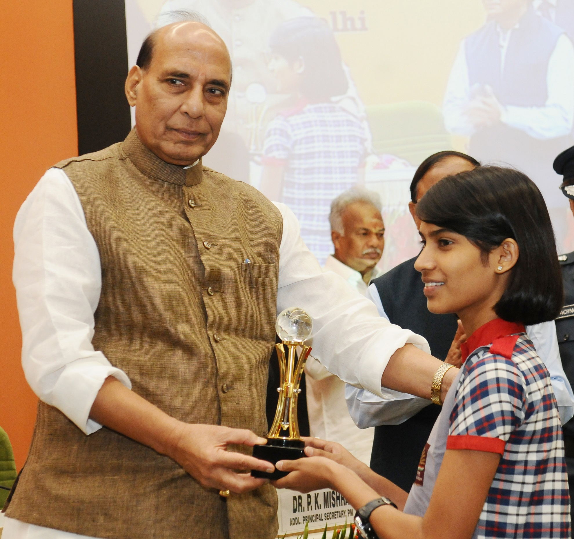 """The Union Home Minister, Shri Rajnath Singh distributing prizes to the winners of Inter School- School Safety Mock Drill and Open Essay competition, at the inauguration of the National Level Conference on """"Capacity Building of SDRFs-2017"""", organised by the NDRF, in New Delhi on June 06, 2017."""