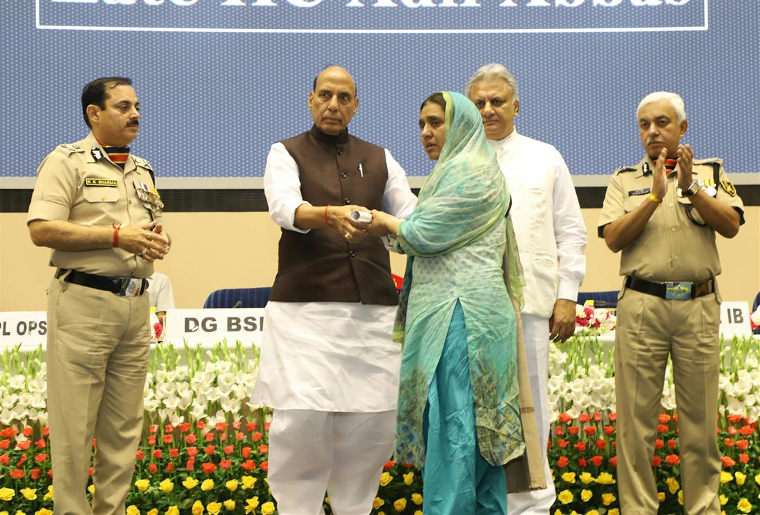Shri Rajnath Singh presenting the awards, at the Investiture Ceremony of Border Security Force (BSF)