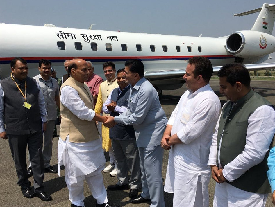 The Union Home Minister, Shri Rajnath Singh being received on his arrival, in Srinagar, Jammu & Kashmir on June 07, 2018.