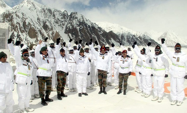 Defence Minister Shri Rajnath Singh visits Siachen, says he will send thank you note to parents of jawans