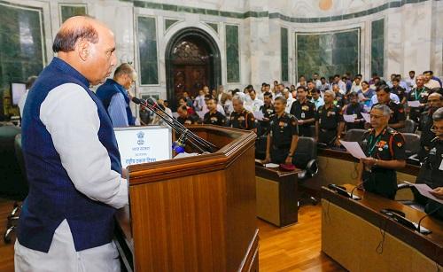 रक्षामंत्री श्री राजनाथ सिंह ने राष्ट्रीय एकता दिवस पर शपथ दिलाई