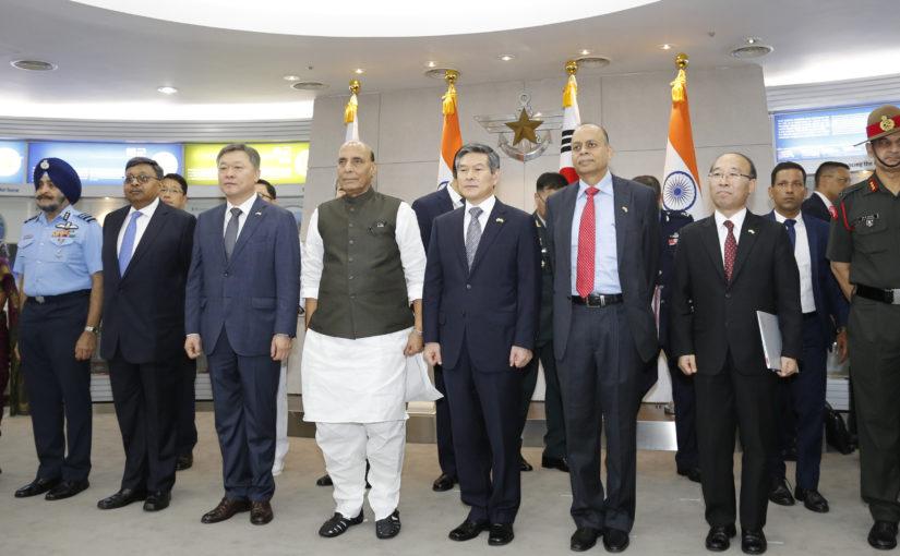 रक्षामंत्री श्री राजनाथ सिंह ने आतंकवाद और आंतकवादियों को आश्रय देने वालों से मुकाबले के लिए अंतर्राष्ट्रीय कार्रवाई का आह्वान किया
