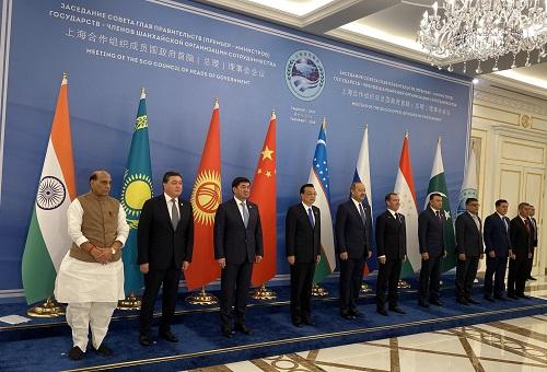 रक्षा मंत्री श्री राजनाथ सिंह ने आतंकवाद से निपटने के लिए मौजूदा अंतर्राष्ट्रीय कानूनों को मजबूत करने हेतु शंघाई सहयोग संगठन का आह्वान किया