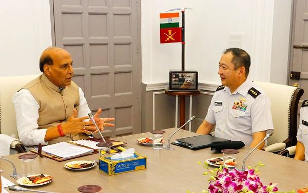 रक्षा मंत्री श्री राजनाथ सिंह ने जापान के रक्षा मंत्री श्री टारो कोनो के साथ द्विपक्षीय संबंधों एवं क्षेत्रीय सुरक्षा स्थिति पर चर्चा की