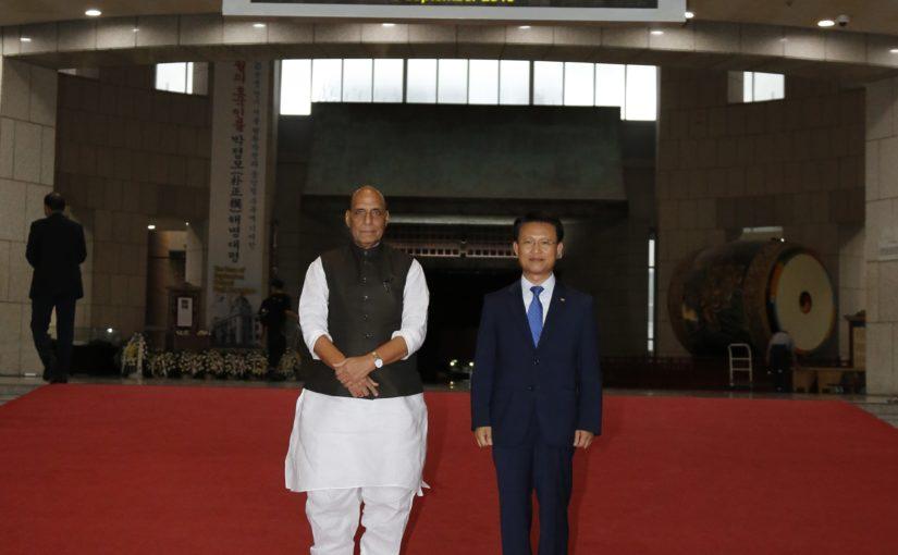 रक्षा मंत्री श्री राजनाथ सिंह ने सोल में कोरिया गणराज्य के राष्ट्रीय रक्षा मंत्री श्री जियोंग कियोंगडू से बातचीत की