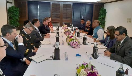 रक्षा मंत्री श्री राजनाथ सिंह ने बैंकॉक में एडीएमएम-प्लस से इतर विभिन्न द्विपक्षीय बैठकों का आयोजन किया