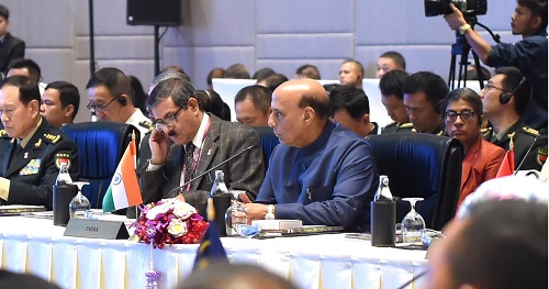 रक्षा मंत्री श्री राजनाथ सिंह ने 2025 तक रक्षा उद्योग को 26 अरब डॉलर तक पहुंचाने की सरकार की प्रतिबद्धता दोहराई